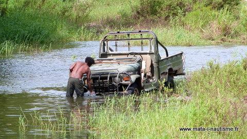 Laver sa voiture dans une rivière