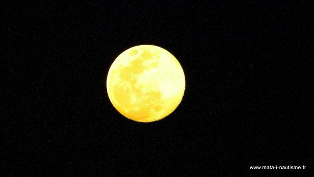 Pleine lune en pleine mer