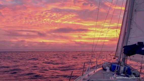 Coucher de soleil en mer - Départ des Tongas