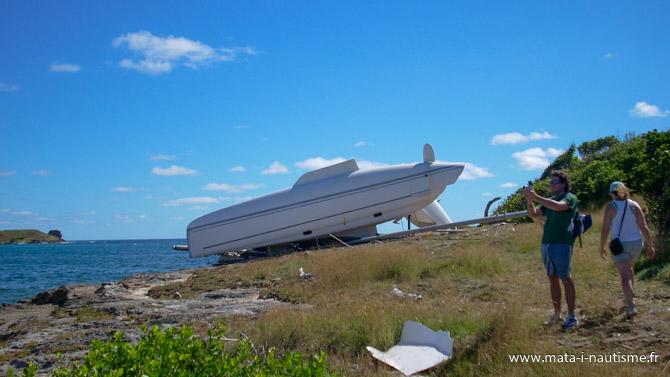 Catamaran à l'envers en Martinique