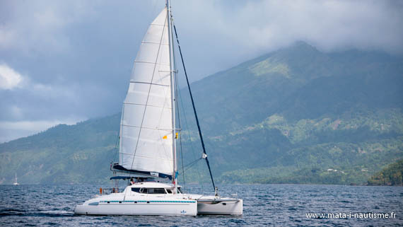 Catamaran Bahia 46 au moteur