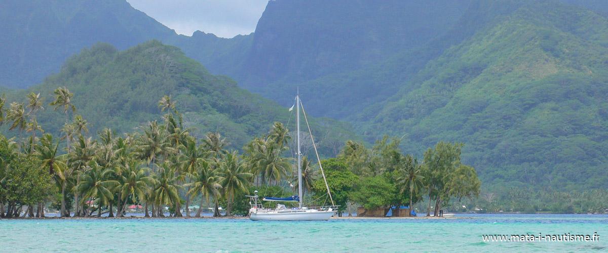 FIDJI au mouillage en Polynésie