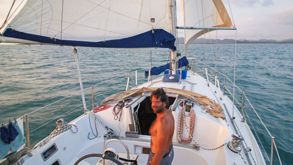 Pat à bord de son voilier au portant
